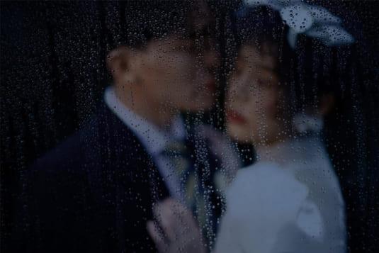 Có nên chụp ảnh cưới dưới mưa hay không?